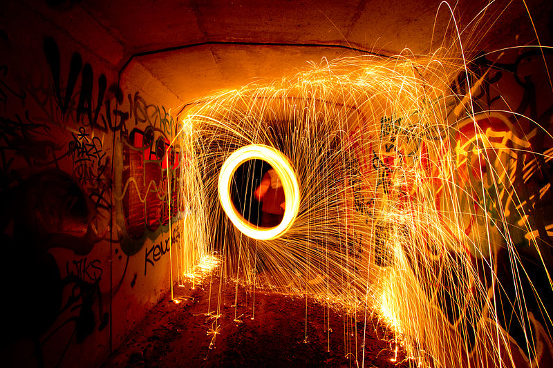 800px-Steel_Wool_Spinning