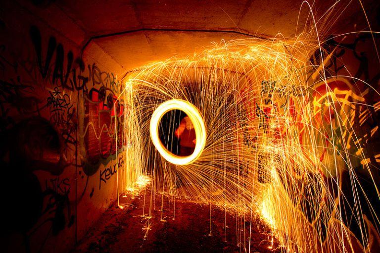 800px-Steel_Wool_Spinning
